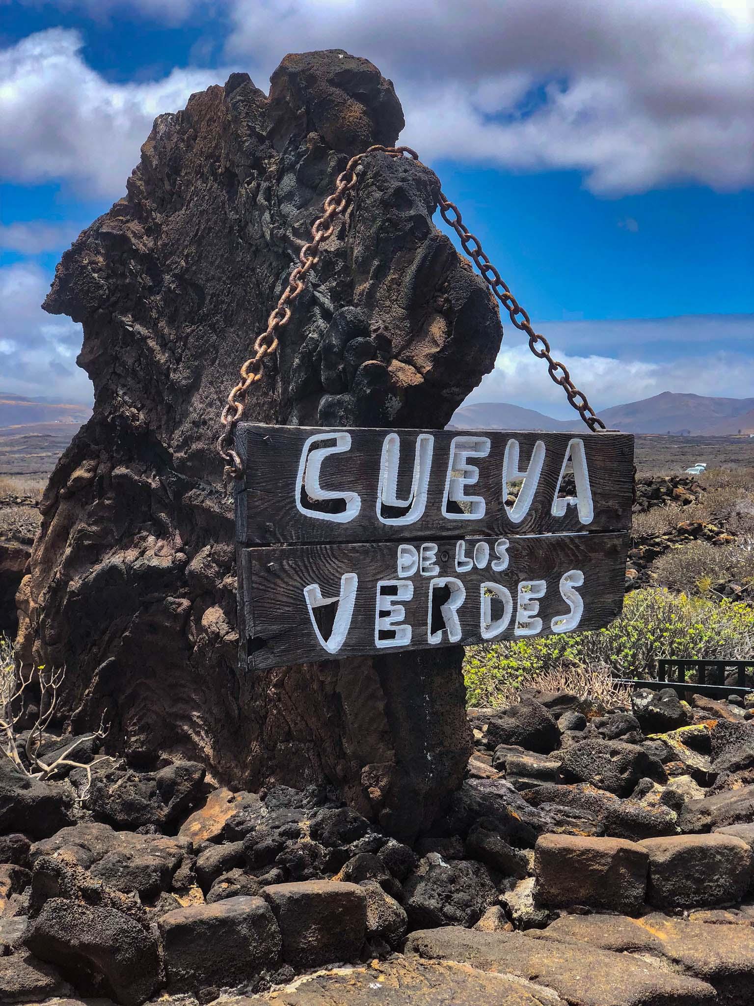 la cueva de los verdes sign entrance lanzarote