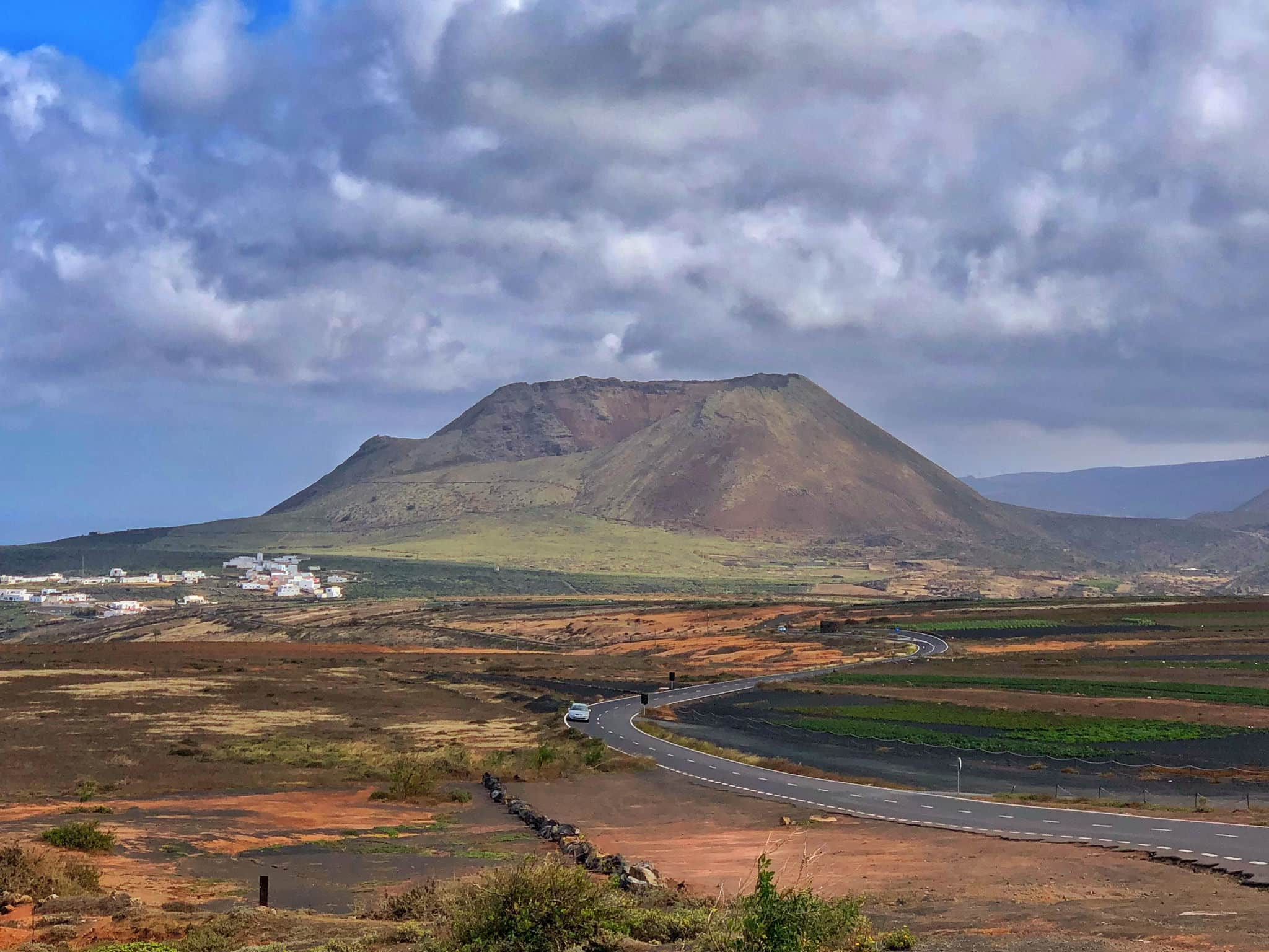 volcanic mountains in lanzarote